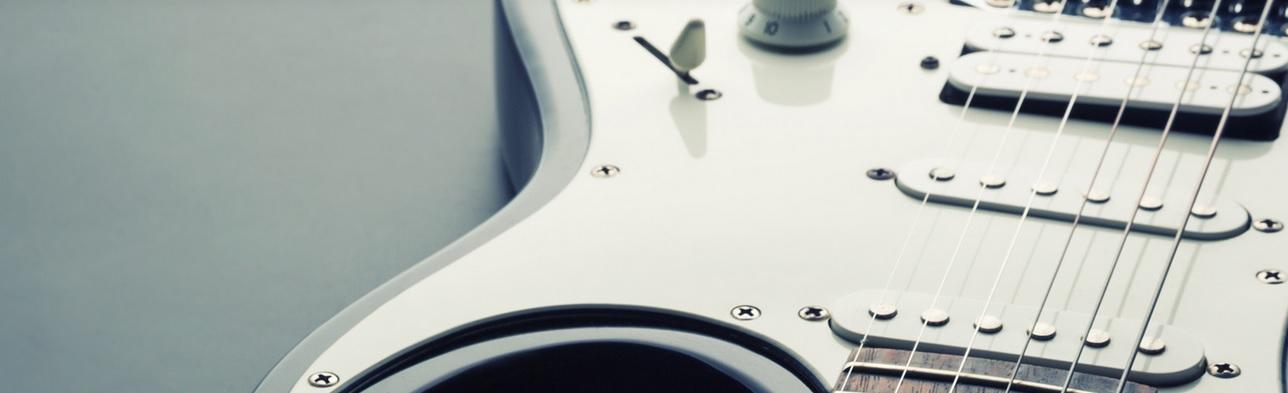 Gitarre in Weiß