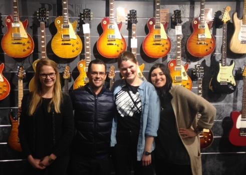 Das Team von musikmedia.de mit Brian Ball im Music Store