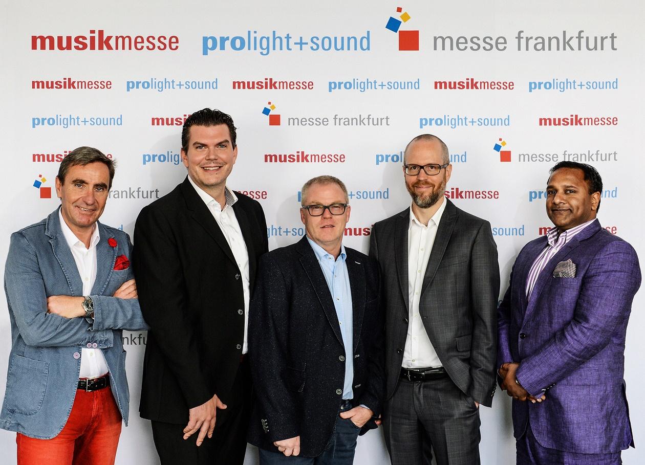 V.l.n.r.: Stephan Kurzawski, Michael Biwer, Wolfgang Lücke, Christopher Sparkes, Binu Thomas
