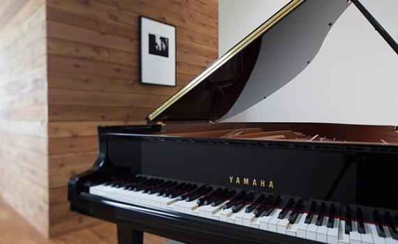 Ein Piano, das von selbst spielt