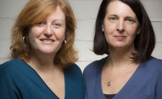 Claudia Rothkamp (r.) ist neu im Team von PROFESSIONAL SYSTEM und unterstützt in ihrer Position Redaktionsleiterin Helga Rouyer-Lüdecke.
