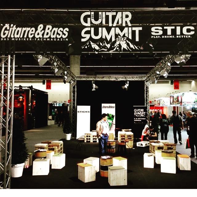 Guitar Summit Stand