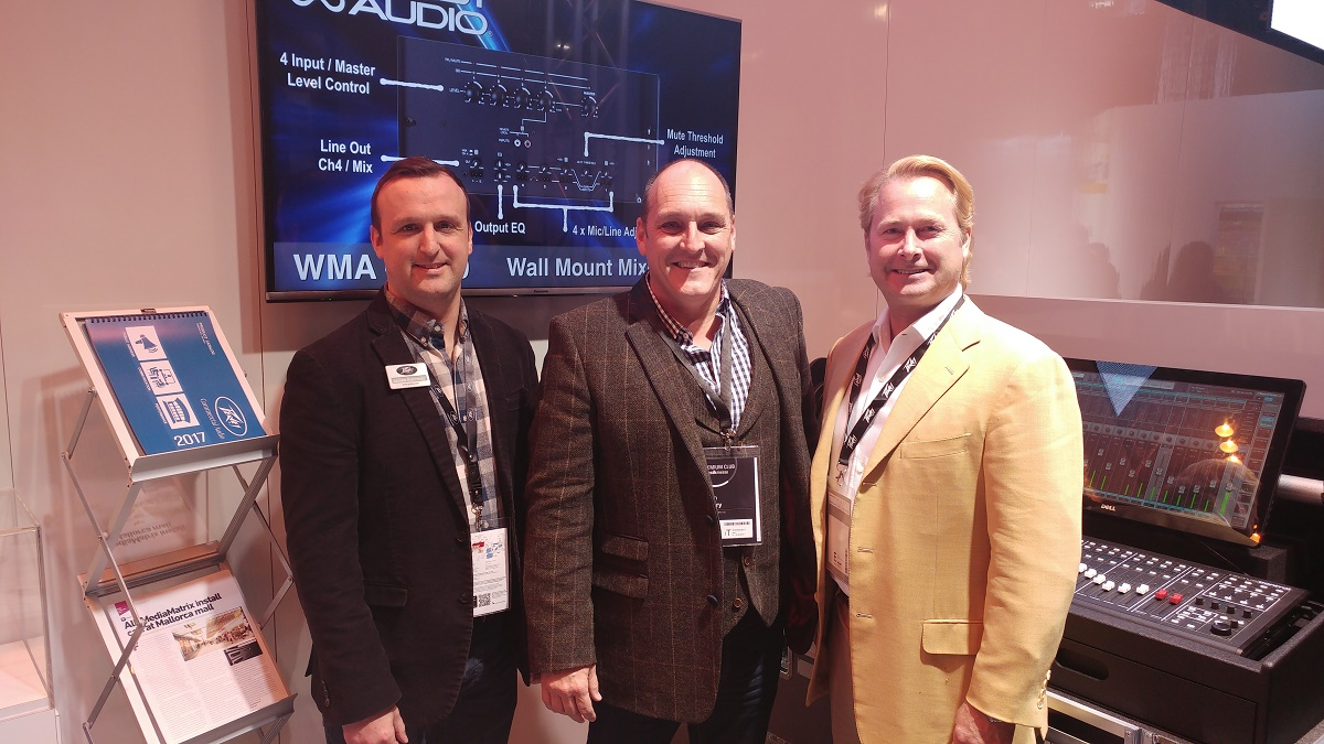 V.l.n.r.: James Kennedy (Peavey Commercial Audio), Brian Cleary (Barnes & Mullins' MD) und Courtland Gray (Peavey Electronics COO).