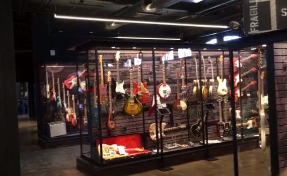Einblick in das Songbirds Guitar Museum