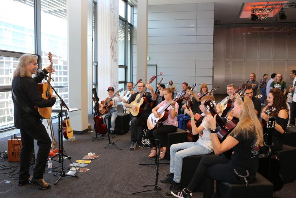 """Gitarrenlehrer der Nation"""": Peter Bursch"""