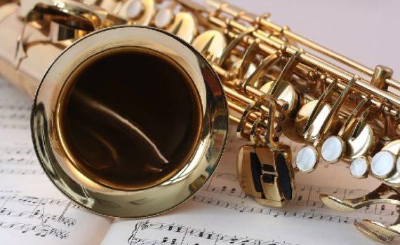 Ein Saxophon